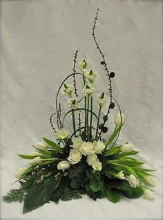 Begravningsdekoration med vita blommor och pinnar - Funeral flowers in white and green Rosen Arrangements, Tropical Flower Arrangements, Funeral Flower Arrangements, Ikebana Flower Arrangement, Beautiful Flower Arrangements, Beautiful Flowers, Altar Flowers, Church Flowers, Funeral Flowers