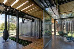 Дом из контейнеров «RDP House» от студии Daniel Moreno Flores + Sebastian Calero