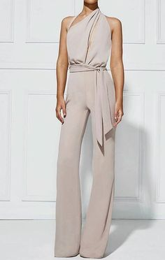 Stylish jumpsuit, perfect for office wear or as a casual outfit. Business Outfit Frau, Look Fashion, Womens Fashion, Women's Summer Fashion, White Fashion, Fashion 2020, Ladies Fashion, Street Fashion, Fashion Trends