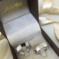 Wedding Rings Sets His And Hers, Cool Wedding Rings, Beautiful Wedding Rings, Couple Ring Design, Couple Rings, Ring Verlobung, Diamond Wedding Bands, Cute Jewelry, Ring Earrings