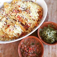 Tortillachips uit de oven met #homemade #guacamole en #picodegallo #chicascooking