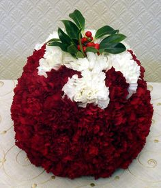 top table flowers for weddings Christmas Flower Arrangements, Modern Flower Arrangements, Christmas Flowers, Christmas Centerpieces, Flower Centerpieces, Christmas Decorations, Modern Christmas, Christmas Crafts, Christmas Ideas