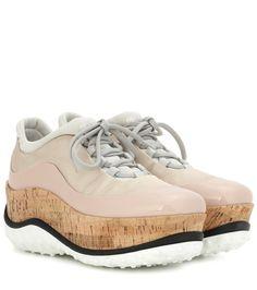 Miu Miu - Plateau-Sneakers mit Lackleder - beigerosé mit Plateausohle aus Kork