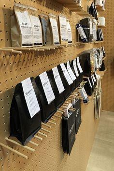 DUA | Bear Mrkt Stand Baking Packaging, Smart Packaging, Food Packaging Design, Coffee Packaging, Coffee Branding, Packaging Design Inspiration, Coffee Box, Coffee Stands, Label Design