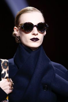 Christian Dior Fall 2016 Ready-to-Wear Fashion Show Details Couture Fashion, Fashion Show, Paris Fashion, Dior Store, Shady Lady, French Fashion Designers, Rock Chic, Classy Women, Fall 2016