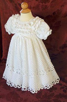Este vestido de bautizo/bendición único es de ganchillo con hilo acrílico blanco #10 & acentuada con la cinta blanca alrededor de la cintura. El detalle de la blusa es diferente a cualquier otro vestido de bautizo que se encuentra, con tres hileras de volantes. La falda es muy completa, hecho a mano en un patrón doble nudo de amor. Una fila de flores hermosa Acentos medio y dobladillo del falda snd agrega a la de una mirada amable. Este vestido incluye una enagua de línea separado ponerse…