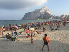 The Beautiful La Fossa Beach Calpe. Visit Our website For More Info About Calpe Stuff To Do, Things To Do, Moraira, Who Book, Sandy Beaches, Outdoor Life, Where To Go, Day Trips, Great Places