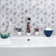 Mosaic Backsplash, Marble Mosaic, Mosaic Wall, Marble Tile Bathroom, Bathroom Tile Showers, Decorative Tile Backsplash, Wall And Floor Tiles, Wall Tiles, Small Bathroom