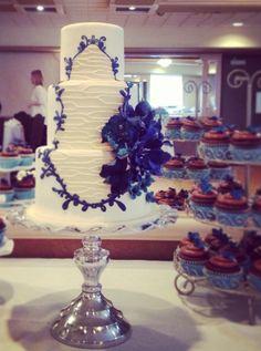 http://www.modwedding.com/2014/10/27/wedding-cakes-almost-pretty-even-cut/ #wedding #wedding_cake Cake: The SweetSide