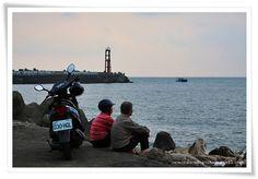 121014 fishing village people
