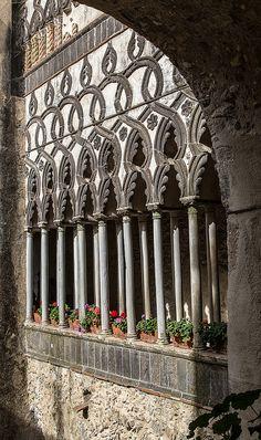 Villa Rufolo, Italy - century - The villa was mentioned by Giovanni in his Italian Garden, Italian Villa, Amazing Architecture, Art And Architecture, Romantic Italy, Republic Of Venice, Ravello Italy, Regions Of Italy, Southern Italy