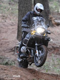 BMW's best-selling R1200GS and R1200GS Adventure get an updated engine for 2010…