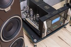 The photoshooting made by Basso Continuo Audio System with Sonus faber Amati Tradition + McIntosh electronics is simply stunning: what do you think? Thanks a lot to the Basso Continuo Team :-) #sonusfaber #everydayluxury #sfeverydayluxury #sonusfaberhomagetradition
