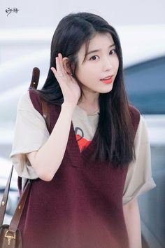 IU 190904 Incheon Airport to Bangkok Iu Hair, Warner Music, Pretty Korean Girls, Korean Couple, Iu Fashion, Korean Celebrities, Ulzzang Girl, Korean Singer, Girl Crushes