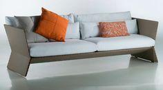 Linha Planos, de Guto Indio da Costa, inclui poltrona e sofás de dois e três módulos
