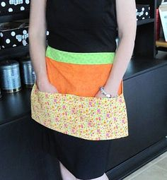 Sew Many Ways.Very Easy apron tutorial with fat quarters Easy Apron Pattern, Half Apron Patterns, Apron Tutorial, Dress Patterns, Bag Patterns, Easy Sewing Projects, Sewing Tutorials, Sewing Ideas, Sewing Patterns