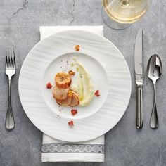 New RUCHE #bonechina from @steeliteusa…. elevate your #banquet service… see it @nrashow booth 6613… #gorgeous #worththewait #TabletopMatters #nrashow2016 (at Baltimore, Maryland)