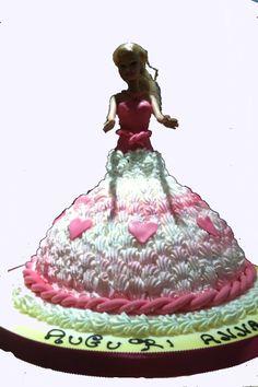 Torta di compleanno con Barbie, per una festeggiata romantica