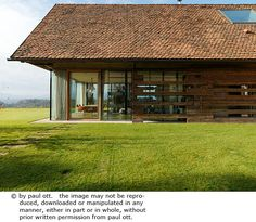 House P en Autriche par Gangoly & Kristiner Architekten - Journal du Design Sauna House, Contemporary Barn, Barn Renovation, Resort Villa, House Extensions, Old Barns, Outdoor Structures, House Design, House Styles