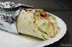 Tortilla z kurczakiem i warzywami to smaczne i szybkie danie. Możemy użyć do jej wykonania dowolnie dobranych składników. Sprawdzą się na kolację, obiad lu