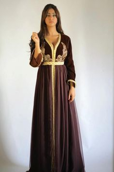 so pretty. I think I shall take to wearing embellished caftans in USA sometimes*~~Caftans & Takchita 2013~~* - Pagina 141