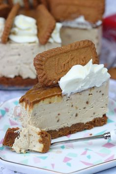 No-Bake Biscoff Cheesecake! – Jane's Patisserie – vegancake No Bake Desserts, Delicious Desserts, Dessert Recipes, Yummy Food, Desserts Caramel, Biscoff Cheesecake, Cheesecake Recipes, Cheesecake Jars, Cheesecake Brownies
