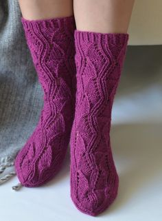 Teetee salla pitsisukat Comfy Socks, Warm Socks, Knitting Socks, Knit Socks, Boot Cuffs, Drops Design, Yarn Colors, Leg Warmers, Crochet Lace