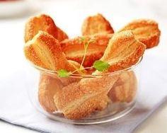 Torsades feuilletées sucrées : http://www.cuisineaz.com/recettes/torsades-feuilletees-sucrees-85012.aspx