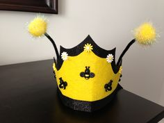I'm in love with this Queen bee crown :) Cute Halloween Costumes, Diy Costumes, Fall Halloween, Costume Ideas, October Crafts, Queen Of Hearts Costume, Diy Crown, Bee Crafts, Felt Decorations