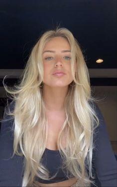 Blonde Hair Looks, Girls With Blonde Hair, Blonde Hair Fringe, Butter Blonde Hair, Yellow Blonde Hair, Blonde Hair Shades, Warm Blonde, Light Blonde, Blonde Hair Inspiration