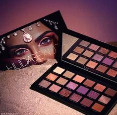 New Huda Beauty Desert Dusk palette launching September 18th! 4 different textures/finishes : matte, foil, sheer, and glittery! #hudabeauty #eyeshadowpalette