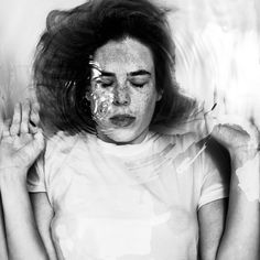 Emotive Portraits of People Submerged Underwater - Alban Grosdidier