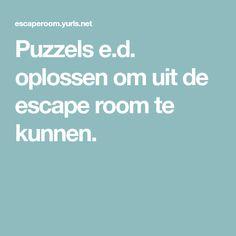 Puzzels e.d. oplossen om uit de escape room te kunnen.