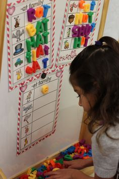 Smiles: Word Work Center Activities - helps struggling readers, letter recognition, and promotes collaborative learning.Kindergarten Smiles: Word Work Center Activities - helps struggling readers, letter recognition, and promotes collaborative learning. Kindergarten Language Arts, Kindergarten Centers, Kindergarten Classroom, Literacy Stations, Literacy Centers, Work Stations, Reading Centers, Word Work Centers, Speech Therapy