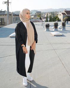 2019 Beautiful and Stunning Hijab Outfits - Naija's Daily Modern Hijab Fashion, Hijab Fashion Inspiration, Islamic Fashion, Abaya Fashion, Muslim Fashion, Mode Inspiration, Fashion Outfits, Casual Hijab Outfit, Hijab Chic