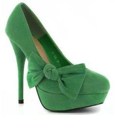 Wonderful green heels with the cutest bow oh my :)