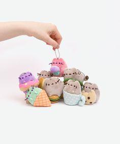 I need Plush Gato Pusheen, Pusheen Love, Pusheen Plush, Pusheen Stuff, Kawaii Plush, Kawaii Cute, Kawaii Shop, Crazy Cats, Plushies