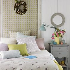 Country bedroom pictures and photos for your next decorating project. Find inspiration from of beautiful living room images Country House Interior, Interior And Exterior, Interior Design, Country Homes, Estilo Cottage, Grey Painted Furniture, Bedroom Pictures, Bedroom Ideas, Yurts