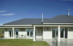 Basalt colorbond roof, with wrap verandah white windows Weatherboard Exterior, Grey Exterior, House Paint Exterior, Exterior House Colors, Exterior Design, Colorbond Roof, Hamptons Style Homes, Hamptons House, Porches