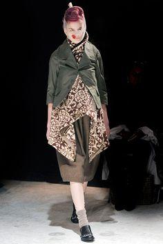 Comme des Garçons Fall 2009 Ready-to-Wear Fashion Show - Yulia Leontieva (SILENT)