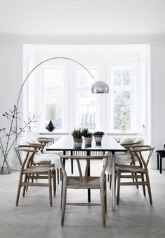 Find inspiration for your dining room lighting design no matter the style or size. Get ideas for chandeliers, drum lights, or a mix of fixtures above your dining table. inspiration for Dining Room Lighting Ideas to add to your own home. Dining Room Design, Dining Room Decor, Room Design, House Interior, Interior, Dining Room Interiors, Italian Furniture, Scandinavian Dining Room, Home Decor