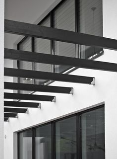 vosgesparis: A courtyard in concrete and black White Exterior Houses, Backyard, Patio, Architecture Details, Restaurant Bar, Scandinavian Design, Garden Inspiration, Concrete, Minimalism
