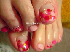 Love the pink and red polka dot design, not just for the toes but the finger nails too!