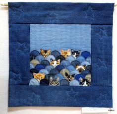 denim art - kitties pop-up Cute Quilts, Mini Quilts, Blue Jean Quilts, Fiber Art Quilts, Freehand Machine Embroidery, Denim Art, Denim Ideas, Miniature Quilts, Denim Crafts