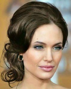 Angelina Jolie Makeup, Angelina Jolie Pictures, Mac Makeup Looks, Morning Hair, Jolie Pitt, Gorgeous Makeup, Hollywood Actresses, Beautiful Eyes, Dark Hair