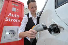 E-Mobilität der Zukunft - Entwicklung bei Elektroautos - Sehen Sie dazu eine Reportage bei HOTELIER TV: http://www.hoteliertv.net/high-life/e-mobilität-der-zukunft-entwicklung-bei-elektroautos/