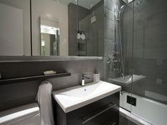 revêtement mural salle de bain en dalles ardoise et meubles graphiques