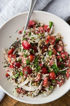 Seasonal vegetarian fennel recipes from Naturally Ella along with useful cooking, buying, and storage tips to help you get the most out of your produce. Vegetarian Quinoa Recipes, Quinoa Salad Recipes, Healthy Recipes, Naturally Ella, Fennel Recipes, Fennel Salad, Cherry Recipes, The Best, Salads