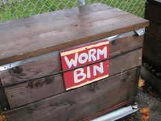 Building Earthworm Boxes: Making Worm Composting Bins For Home And Garden
