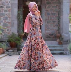 İftardı, muhabbetdi derken bu saati ettim ☺️Şimdi geldi sahuru beklerken paylaşım yapmaya. Tual suluboya elbisemizin lila rengi. Enerjimizi dışarıya vurduğu gibi, soft bir dinginliği de var. Ama desen muhteşem bence ☺️ #pınarşems #tualsuluboyaelbise #hijab #hijabi #hijabfashion #elbise #tesettür #new